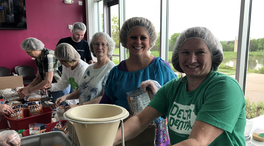 Delta Dental employees volunteer for Meals From the Heartland